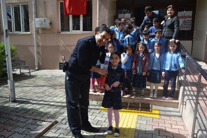 Minik Öğrencilerden Polise Ziyaret