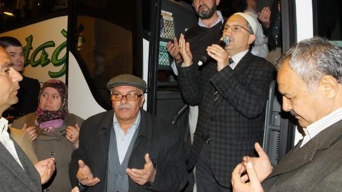 Burhaniye'de 43 Umreci Coşkulu Törenle Uğurlandı