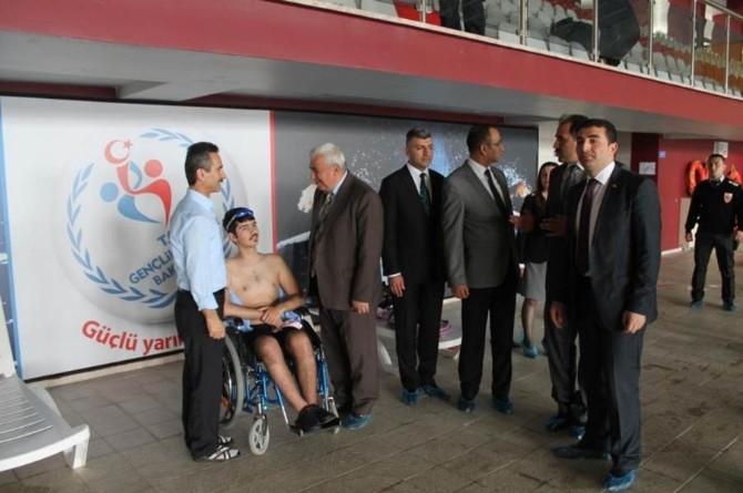 Engelli Sporcular Yüzüyor
