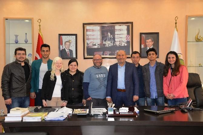 Genç Tiyatrocular, Başkan Püsküllü'yü Ziyaret Etti