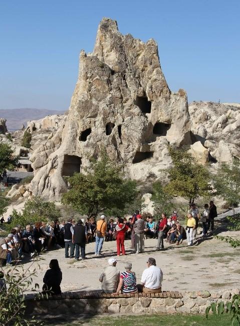 Kapadokya'yı 3 Ayda 364 Bin Turist Ziyaret Etti