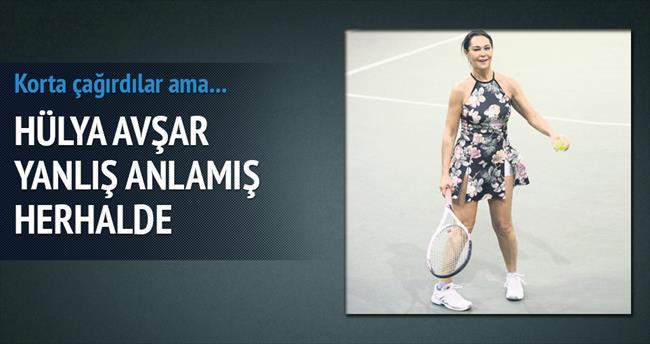 Kortun en süslüsü: Hülya Avşar