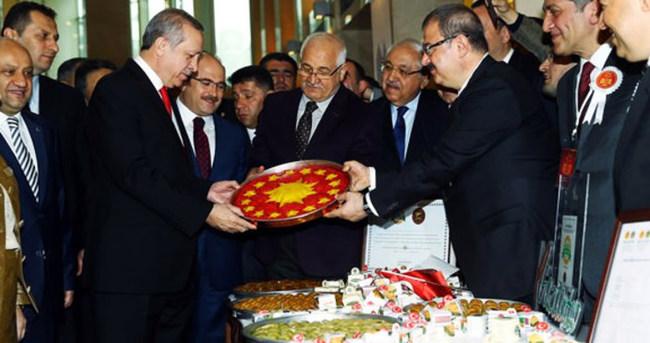 Erdoğan'dan forslu hediyeye 'Fenerbahçeli' espri!