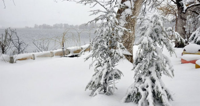 İzmirliler'e kar sürprizi