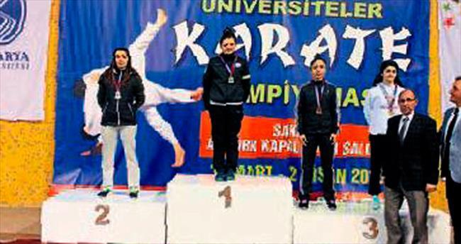 AÜ'ye karatede madalya