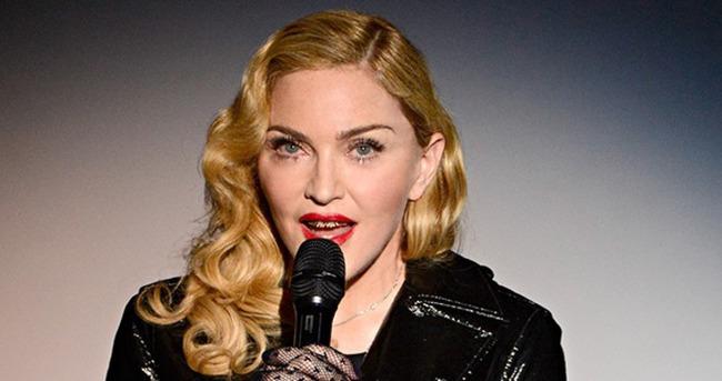 """""""1990'dan sonra 2015'te Madonna Cosmo'da yeniden kapak!"""