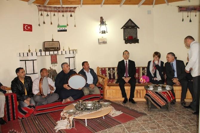 AKPM Başkanı Anne Brassuer Elbeyli Konteynır Kentini Ziyaret Etti