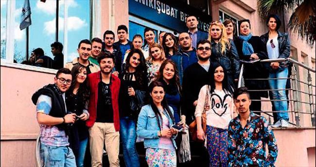 Romanyalı gençlere demokrasiyi anlattı