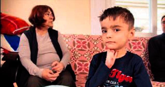 Deri hastası çocuk eğitimi evde alıyor