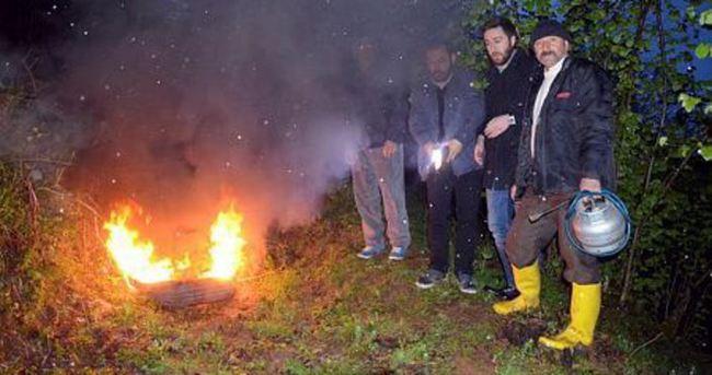 Zirai dona karşı lastik yakıyorlar