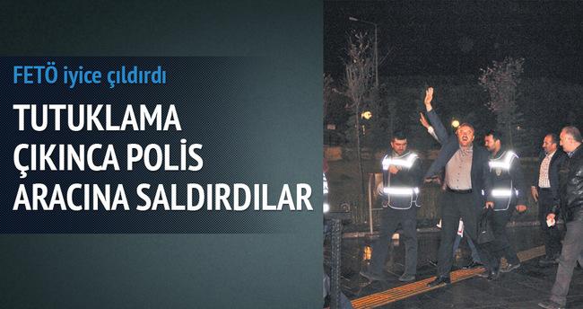 Fetullahçılar polis aracına saldırdı