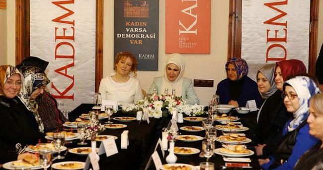 Emine Erdoğan'dan KADEM'e sürpriz ziyaret