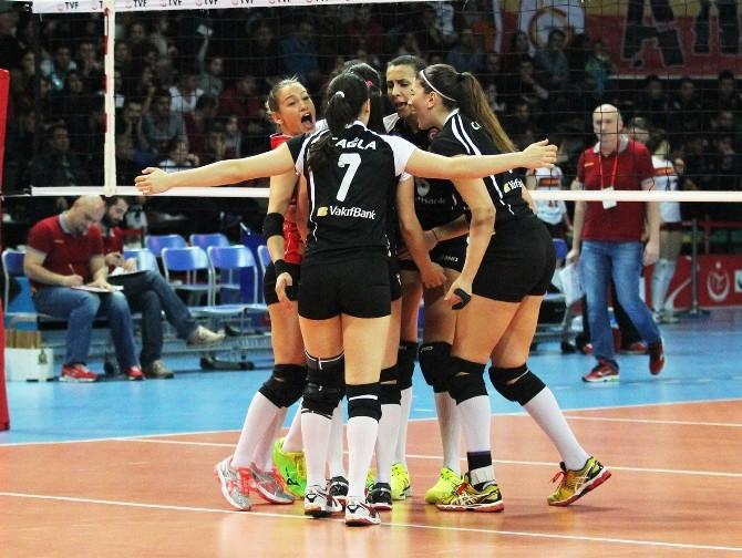 Vakıfbank Süper Kupa'da Finalde