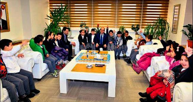 Başkan Edebali minik öğrencileri ağırladı