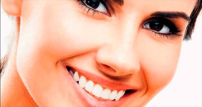 Estetik gülümseme için implant tedavisi