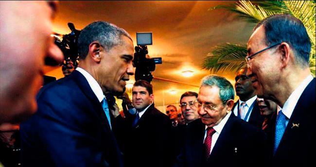 Obama ve Castro el sıkıştı