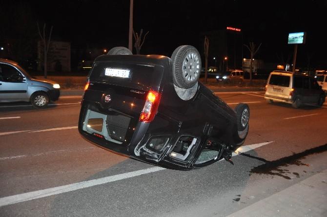 Otomobille Kamyonet Çarpıştı: 1 Yaralı