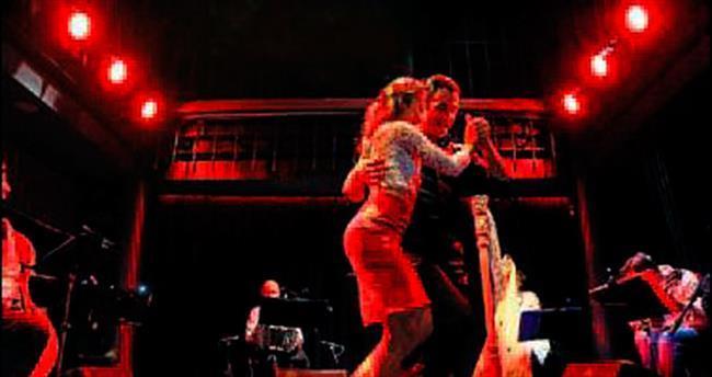 İzmir'de 1 liralık biletle tango keyfi
