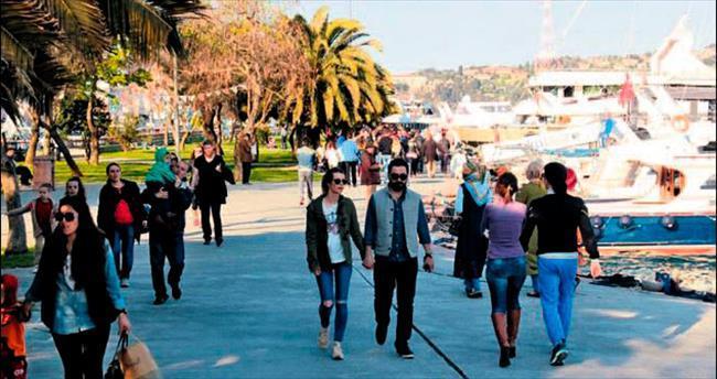 Bahar geldi İstanbul yollara döküldü