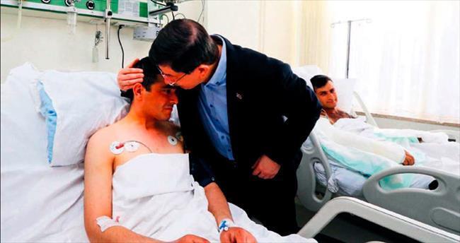 Davutoğlu'ndan yaralı 4 askere 'geçmiş olsun'
