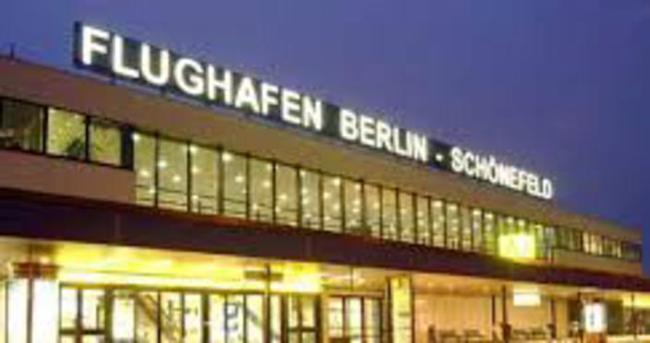 Schoenefeld Havalimanı'nda bomba paniği