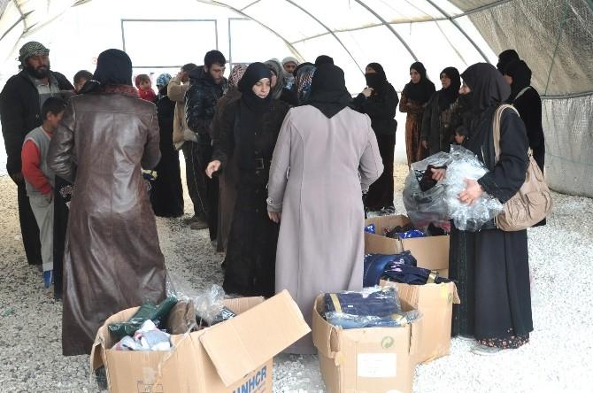 Kamp Dışında Kalan Mültecilere Elbise Dağıtımı