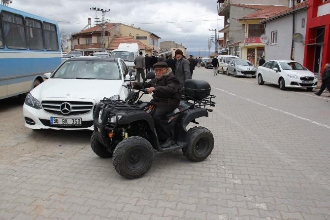 (Özel Haber) Mahallenin En Yaşlı Atv Sürücüsü Görenleri Şaşırtıyor