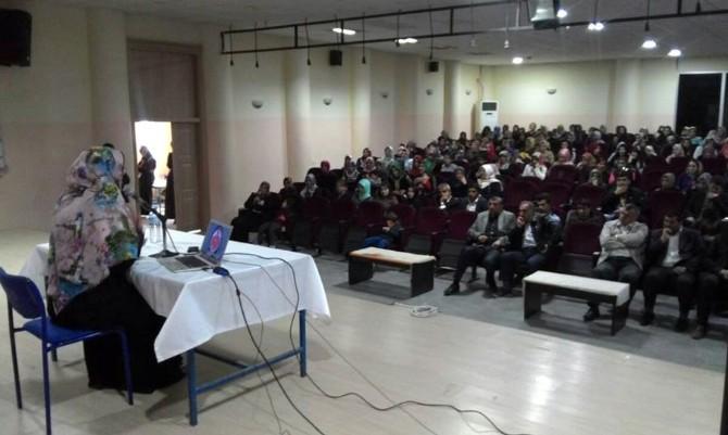 Midyat'ta, 'Aile Yuvamızı Cennete Dönüştürme' Konferansı Düzenlendi
