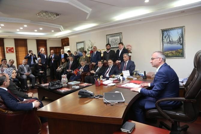 Milletvekili Adayları Sapanca Belediyesini Ziyaret Etti