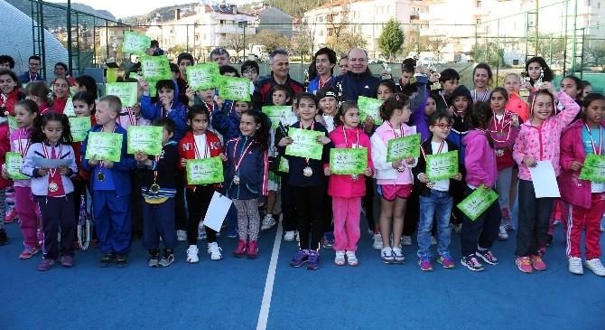 Tenis 'Yaza Merhaba' Turnuvası