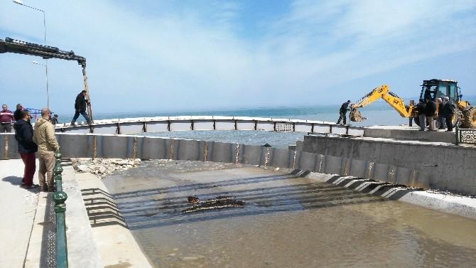 Akçakoca'da Sahile Yaya Köprüsü Yerleştiriliyor