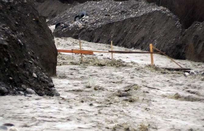 Vezirköprü'de Uluçay Deresi Geçit Vermiyor