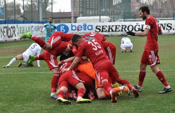 Sivas Dört Eylül Belediyespor, Lider Eyüpspor'u 1-0 Yendi