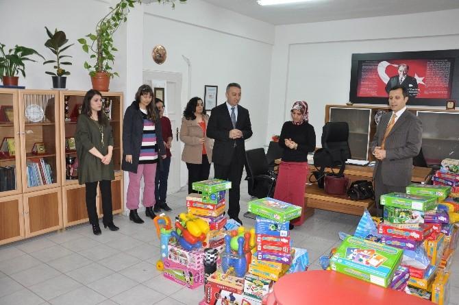 Yerköy'de Anasınıflarına Oyuncak Dağıtıldı
