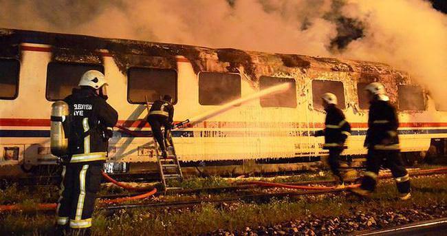 Yolcu vagonu alev alev yandı