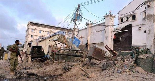 Somali'de bakanlık binasına saldırı
