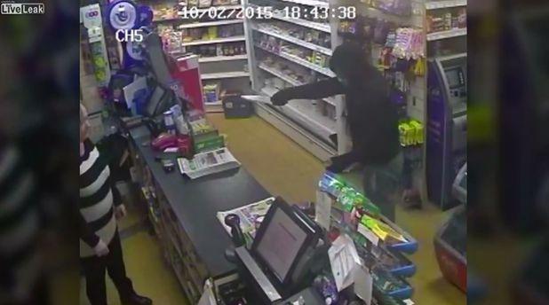 Kaynanasının marketini soydu