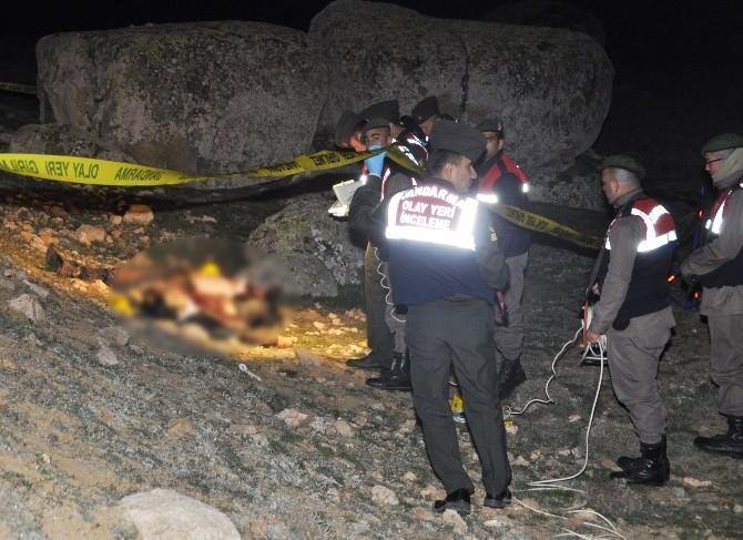 Pompalı Tüfekle Öldürülmüş 2 Erkek Cesedi Bulundu