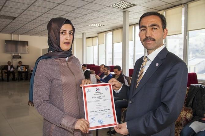 Hakkari Üniversitesi'nde Sertifika Töreni