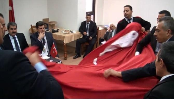 İskenderun Belediye Başkanı'ndan 'Bayrak' Açıklaması