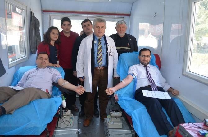 İmamlardan Kızılay'a Kan Bağışı