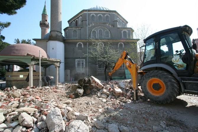 Saruhanlı Merkez Camii'nde Çevre Düzenlemesi