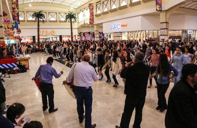 Şehitkamil Belediyesi Halkoyunları Ekibinden Özel Gösteri