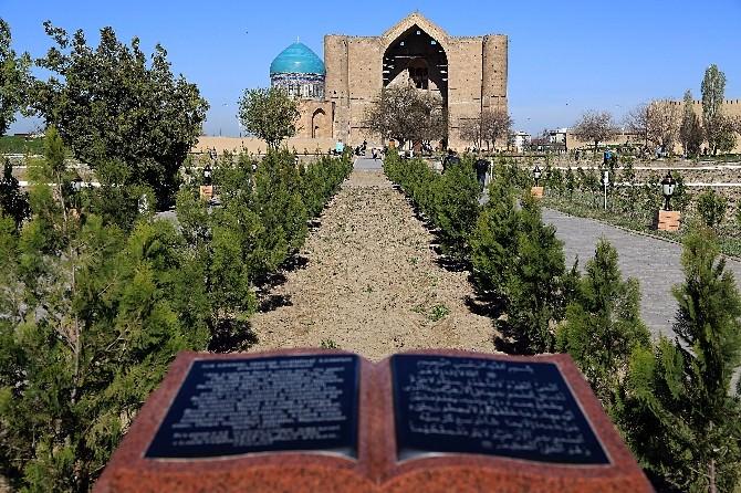 Türkistan'ın Manevi Kalbi Yeniden Diriliyor