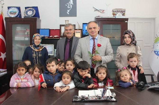 Yahyalılı Minikler Başkan Öztürk'ün Kutlu Doğum Haftasını Kutladı