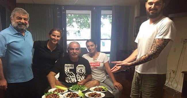 İbrahim Tatlıses'ten hastane odasında çiğ köfte partisi