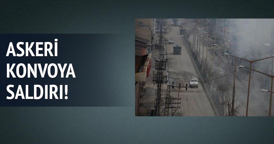 Yüksekova'da askeri konvoya taşlı saldırı