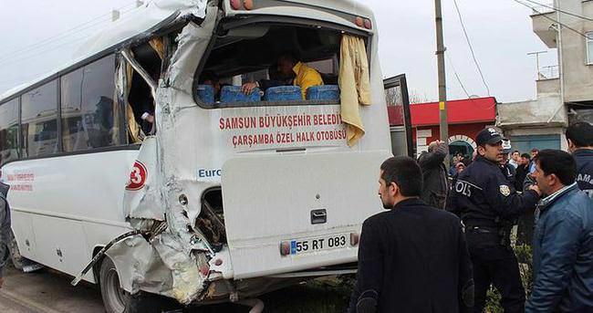 Yolcu midibüsleri çarpıştı: 17 yaralı
