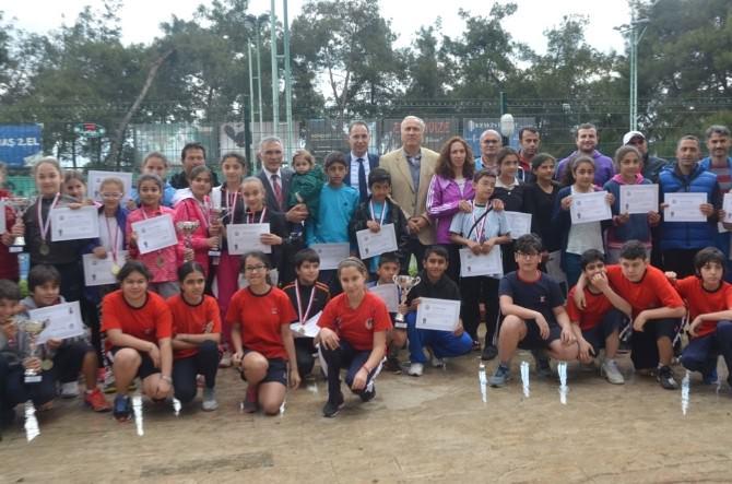 Adana'da Okullarası Küçükler Tenis Grup Müsabakaları