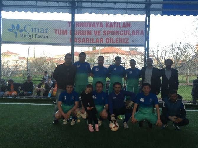 Gölbaşı'da, Kurumlararası Halı Saha Futbol Turnuvası Başladı